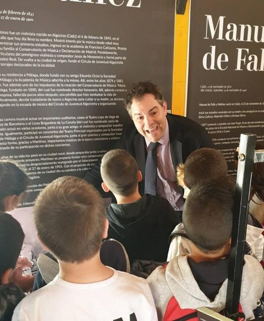 Visita de los colegios a la exposición del Cubo de la Música de Algeciras